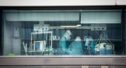 Healthcare workers in the intensive care unit of La Paz Hospital in Madrid.