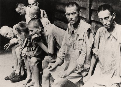 Prisoners of the Neuengamme concentration camp in 1945.