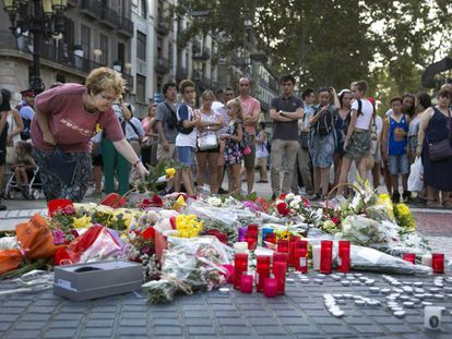 Floral tributes being laid in Las Ramblas on Thursday.