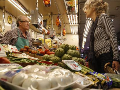 A Madrid fruit and veg stall.