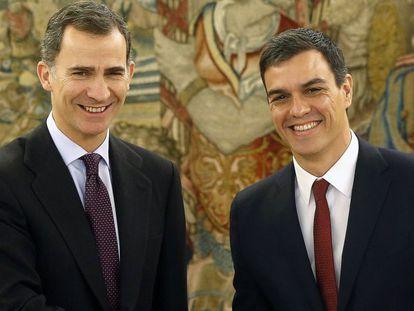 King Felipe (left) with Pedro Sánchez.
