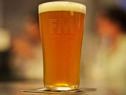 A glass of beer from the Fábrica Maravillas in Madrid.