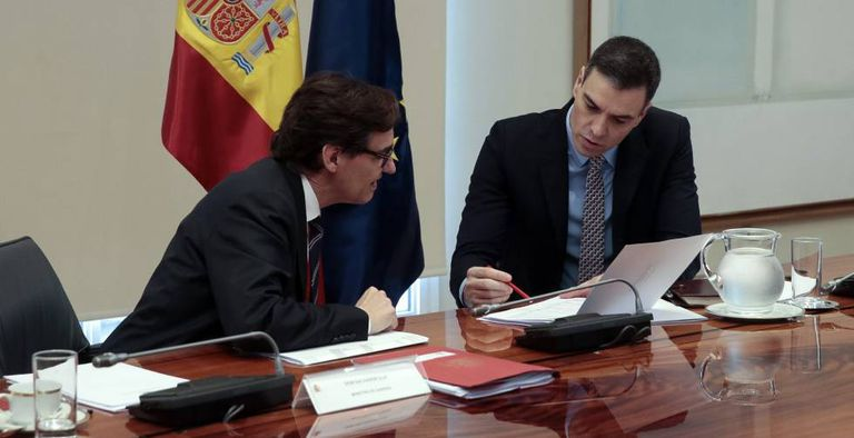 Pedro Sánchez and Health Minister Salvador Illa during the conference call on Sunday.