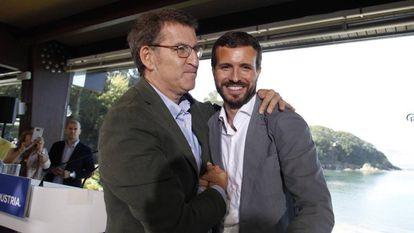 Pablo Casado (r) with Galician premier Alberto Núñez Feijóo on Sunday.