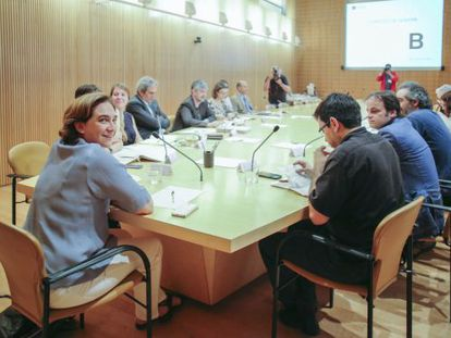 Barcelona Mayor Ada Colau (left) presides her first executive meeting on Wednesday.