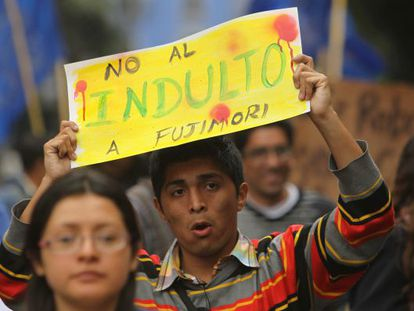 A protestor in Lima last Thursday holds up a placard against pardoning Alberto Fujimori.