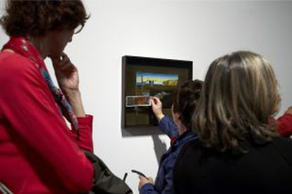 Visually impaired people on a visit to the Reina Sofía Museum.