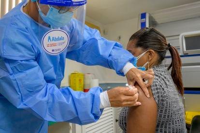 A nurse administers the Abdala vaccine in Havana.
