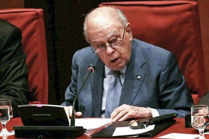 Jordi Pujol addresses the Catalan parliament.