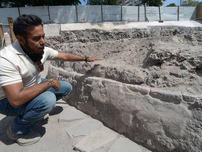 The INAH's Eduardo Luna at the excavation site.