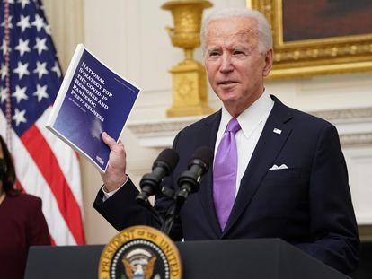 US President Joe Biden with Vice President Kamala Harris (l) at the White House.