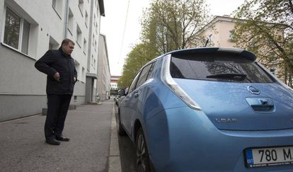 """Lauri Hussar, editor of newspaper 'Postimees,' needed a new car. He did the calculations and opted for an electric one. """"I believe it's the future of the automobile industry,"""" he says."""