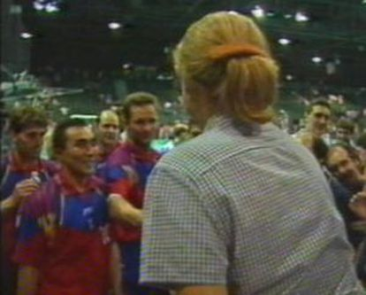 The infanta shakes hands with Urdangarin at the Olympic Games in Atlanta in 1996. This is the first photograph of them together.