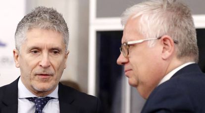 Spanish Interior Minister Fernando Grande-Marlaska (l) with his Portuguese counterpart in Bucharest on Thursday.