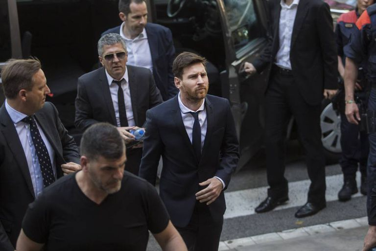 Messi leaves court after being questioned by the judge.