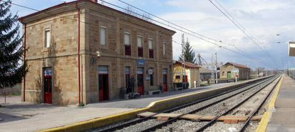 Osorno train station, where an Alvia driver walked away on Tuesday night.