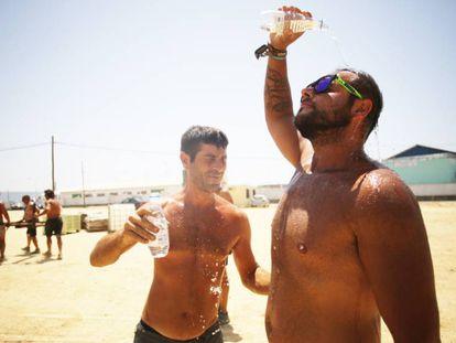 Cooling off in 40ºC weather in Barbate, Cádiz.