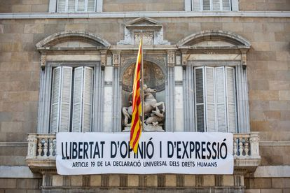 The banner hanging from the Catalan government headquarters.