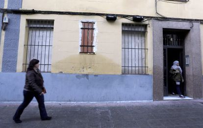 A ground-floor flat in Madrid's Arganzuela district is boarded up to deter squatters.
