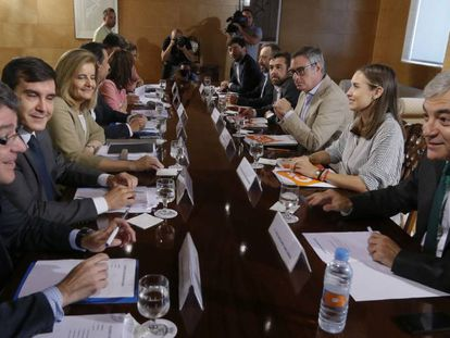 The negotiating teams from the PP and Ciudadanos.