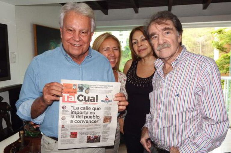 González (l) with journalist Teodoro Petkoff in Caracas.