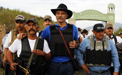 José Manuel Mireles (center), leader of the self-defense forces in Michoacán, seen last week in Churumuco.