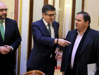 House speaker Patxi López (center) says there could be a serious political conflict in store.