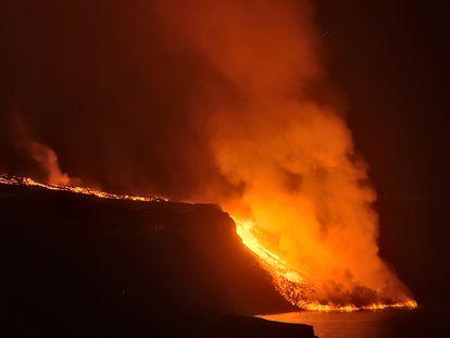 The lava reaches the sea on La Palma on Tuesday night.