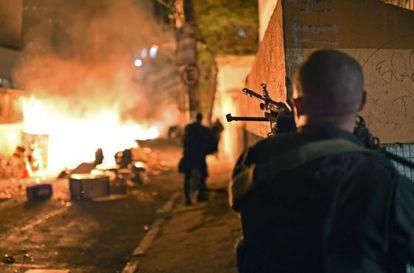 Unrest escalates in the Pavão-Pavãozinho shantytown in Rio de Janeiro.
