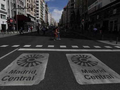 Madrid Central sign on Gran Vía avenue.