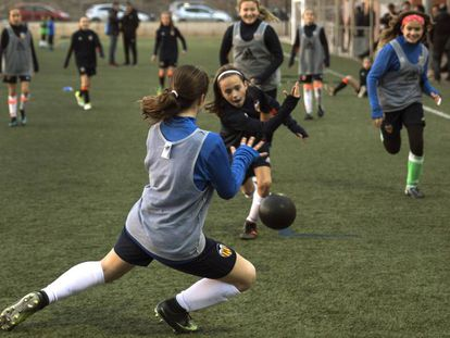 Practice for the players of Valencia's Junior women soccer team.