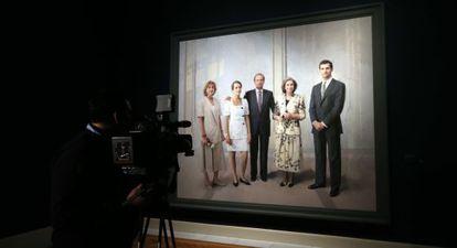 Antonio López's completed 'Retrato de la familia de Juan Carlos I (1994-2014).'