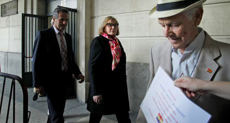 Judge María Servini walks out of a Seville courthouse after taking statements from Paco Marín (right).