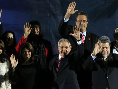 Raúl Castro, alongside Laura Chinchilla and other leaders.