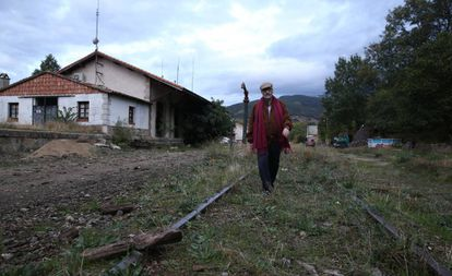 Juan Carlos López, president of the Milana Bonita citizen's platform at the station in Hervás, which has been without a rail service since the 1980s.