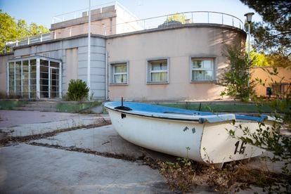 The Playa de Madrid facilities are in a state of complete neglect.