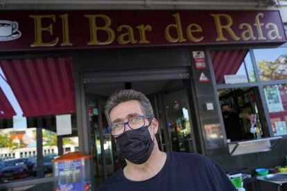 Rafael Navarro in front of his bar in La Laguna (Parla), where PP was the most-voted party.