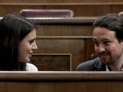 Irene Montero and Pablo Iglesias, during a congressional meeting.