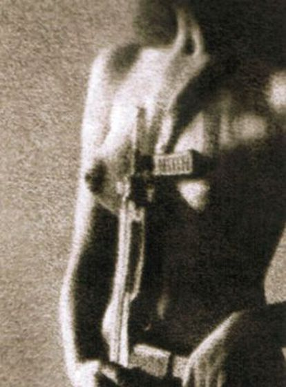 Korda's famous shot of a semi-nude militiawoman.