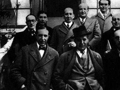 Front row (from left to right) Pedro Salinas, Ignacio Sánchez Mejías and Jorge Guilén. Back row: Antonio Marichalar, José Bergamín, Corpus Barga, Vicente Aleixandre, Federico García Lorca and Dámaso Alonso