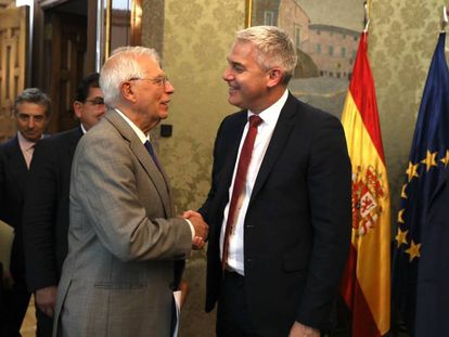 Former Foreign Minister Josep Borrell and Brexit Minister Steve Barclay in September.