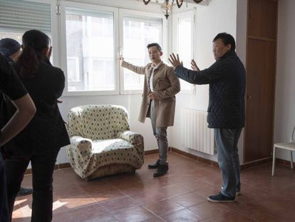 Chinese clients at an apartment in Madrid.