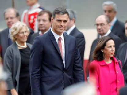 The hostile reception for the Socialist Party (PSOE) politician was in stark contrast to the warm welcome offered to the Spanish king and queen