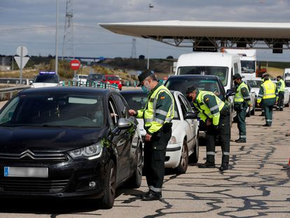 A police check in Madrid at Easter to ensure motorists were respecting the travel restrictions in place.