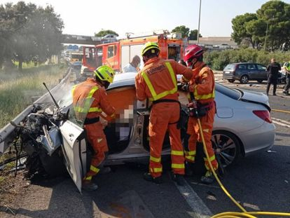 Fire crews at a traffic accident in Valencia this week.