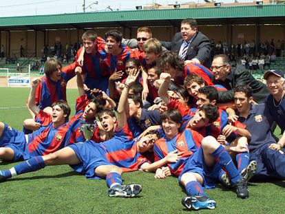 Leo Messi (front right), Cesc Fàbregas (to his right) and Gerard Piqué (back row) with the Barcelona youth team in 2003.