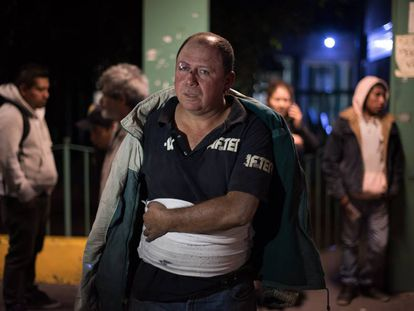 A victim of the Tultepec explosion at a Cuautitlán hospital.