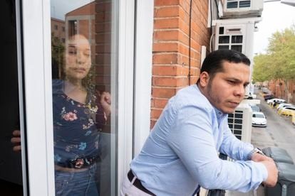 Nurse Yessica Moy and doctor José Alejandro Pinto, from Venezuela, in their apartment in Madrid.