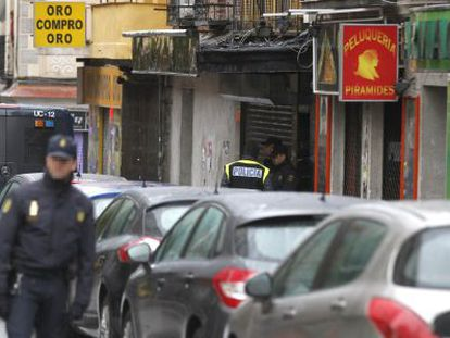 National Police officers in Vallecas (Madrid) where one person was arrested on charges of forming part of a group linked to Islamic State.