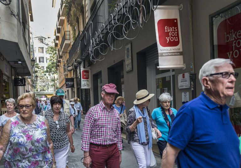 A group of tourists in Valencia.